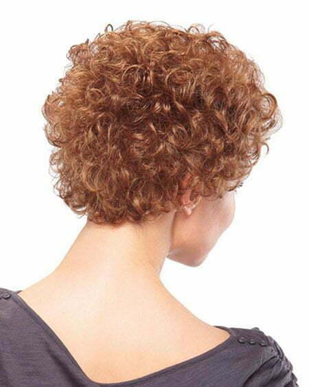 Rückansicht mit lockigem Haar