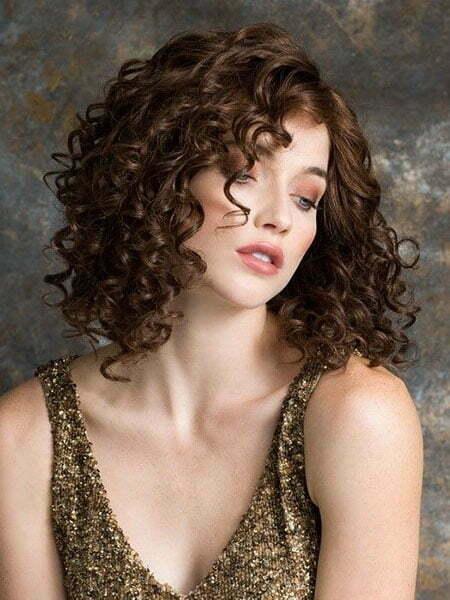Sexy, kurze, lockige Frisur