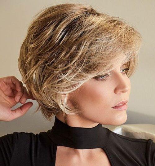 Elegant Short Haircuts For Thick Hair