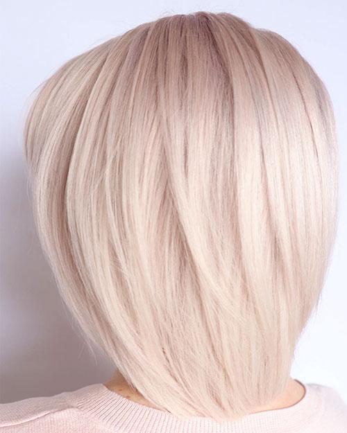 Blondes geschichteter Bob