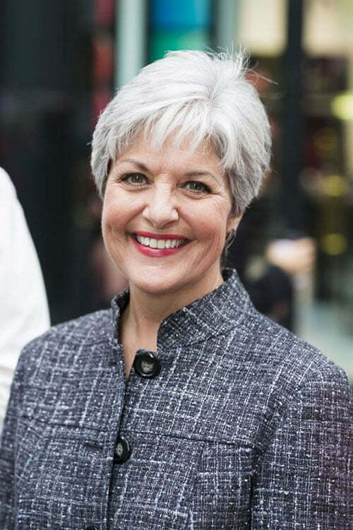 Best Short Haircuts for Women Over 50-12