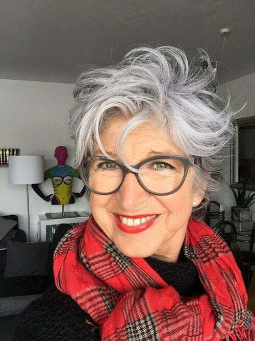 Best Short Haircuts for Women Over 50-13