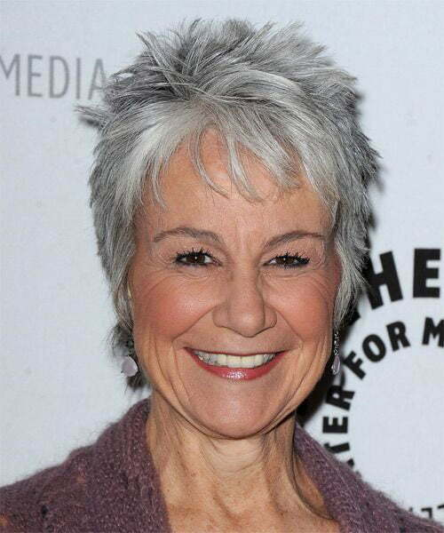 Best Short Haircuts for Women Over 50-22