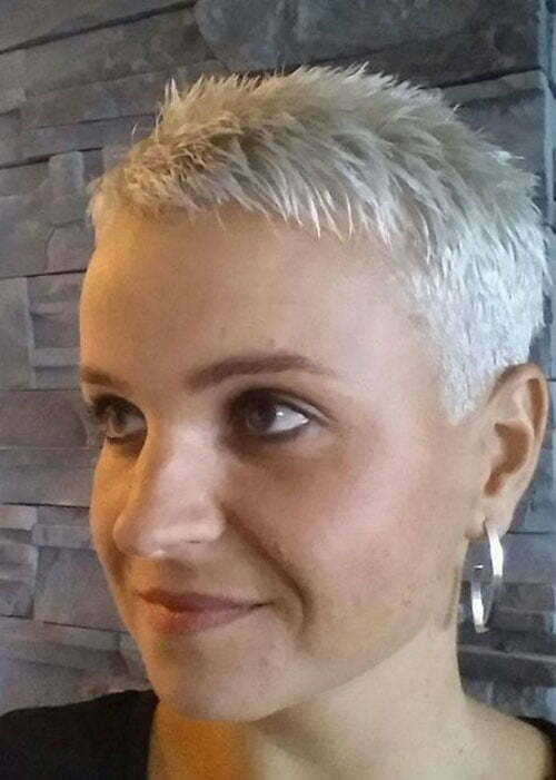 Best Short Haircuts for Women Over 50-23