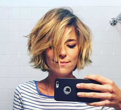 Layered Short Bobhair for Round Face