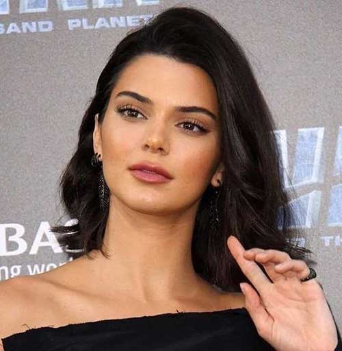 Kendall Jenner Side Parted Short Hair