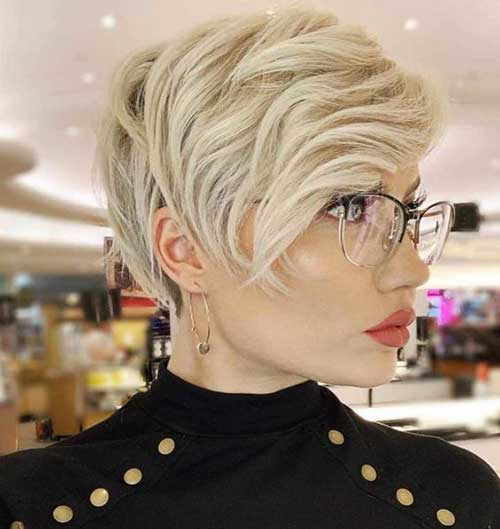 Layered Pixie Hair for Round Face