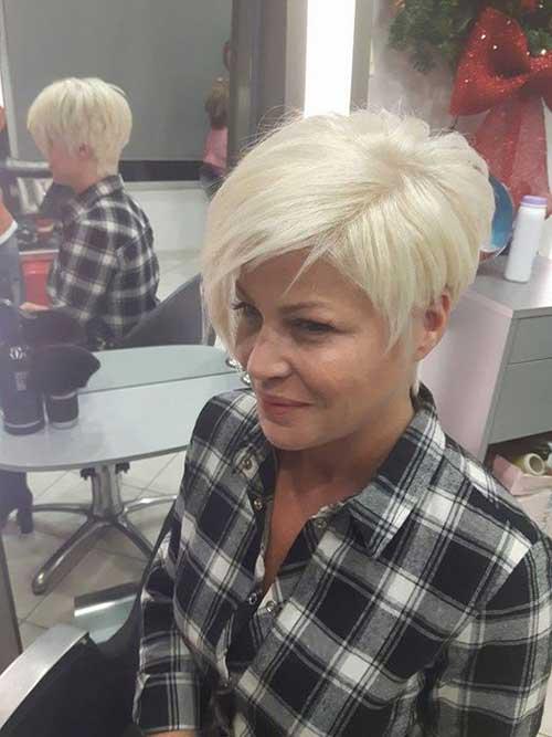 Modern Short Blonde Sassy Hairstyles