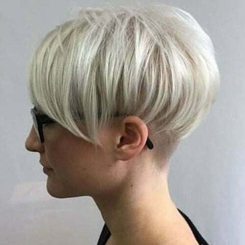 Kurze glatte blonde Pixie-Frisuren-16