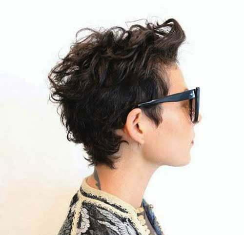 Kurze unordentliche lockige Frisuren-17