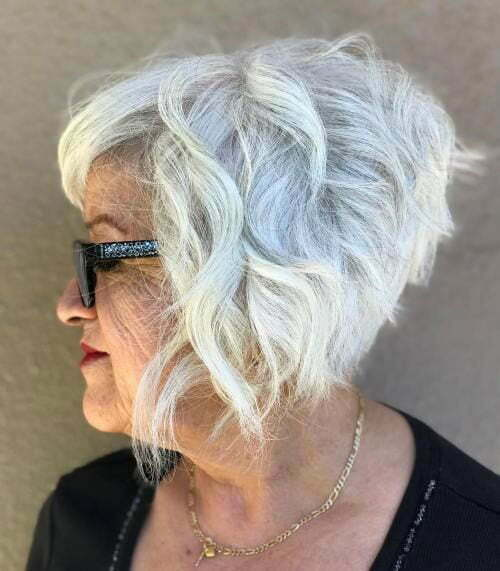 Graduated Short Haircuts for Older Women-20