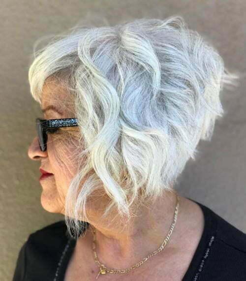 Abgeschlossene Kurzhaarschnitte für ältere Frauen-20
