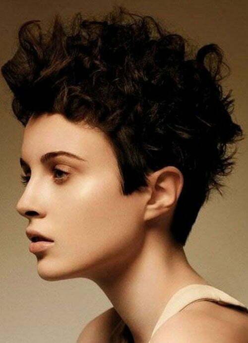 Kurze unordentliche lockige Frisuren-9