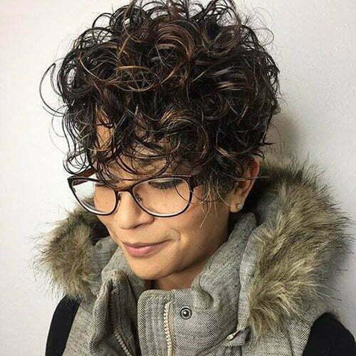 Sehr kurze Frisuren für lockiges Haar