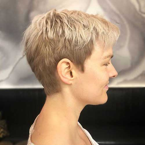 Short Boyish Haircuts for Women Over 40-10
