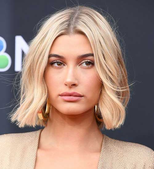 Hailey Baldwin Short Soft Waves Hair-13