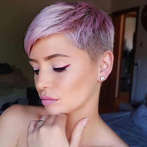 Short Blonde Haircuts for Women Over 40-14