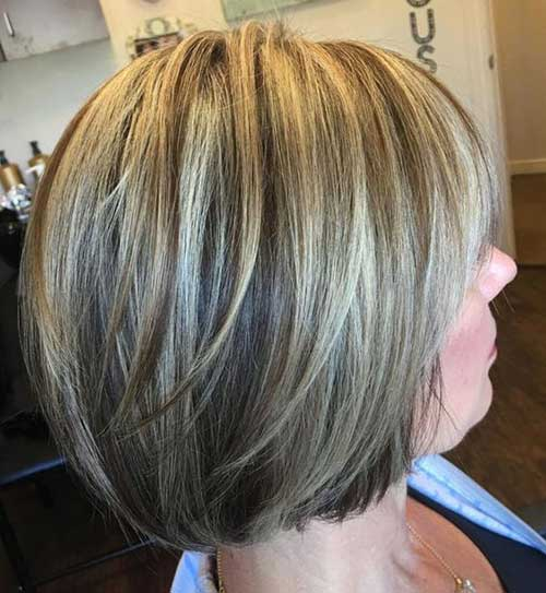 Short Highlights Haircuts for Women Over 40-18