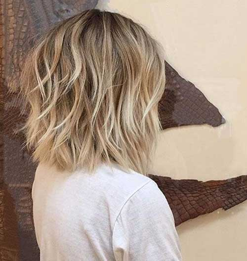 Short Layers Haircuts for Wavy Hair-21