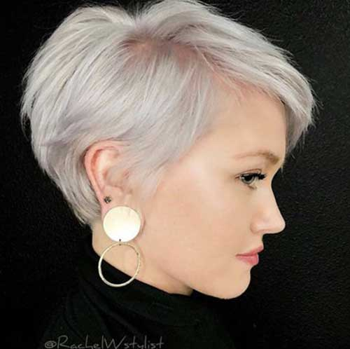 Short Fine Haircuts for Women Over 40-9