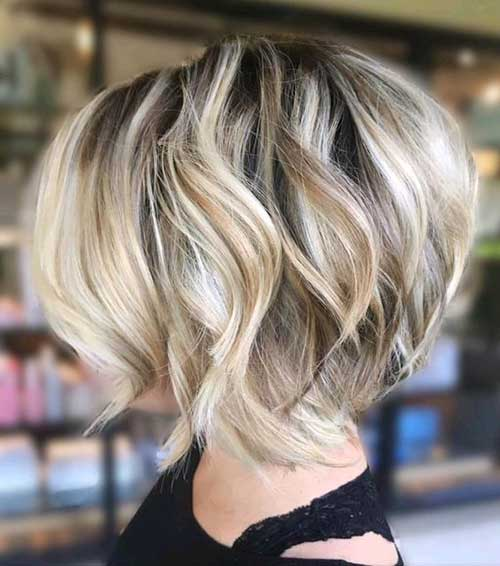 Stacked Short Haircuts for Wavy Hair-9