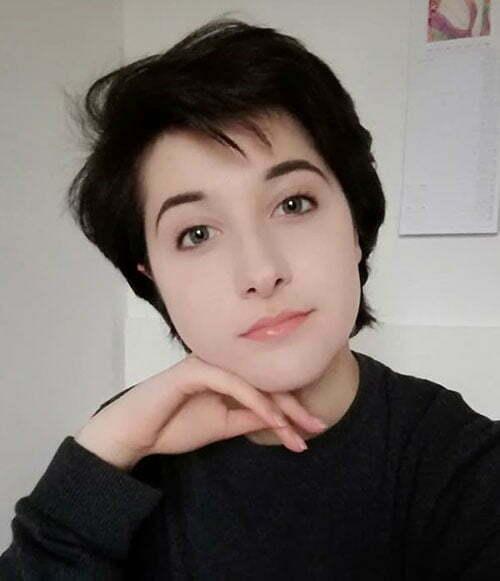 Boyish Pixie Haircuts for Women-10