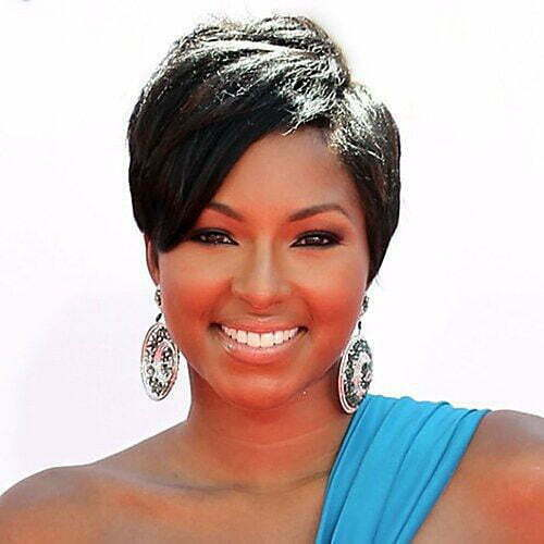 Short Pixie Cuts with Side Bangs for Round Faces-11