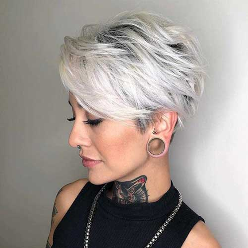 Short Haircuts for Women Over 50-13