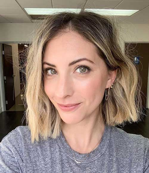 Short Hairstyles for Women Over 40-11