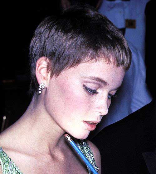 Cute Short Haircuts for Fine Hair-13