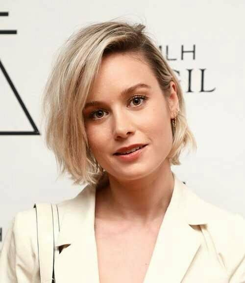 Short Hairstyles for Women Over 40-13