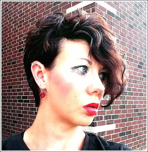 Short Hairstyles for Women Over 40-15