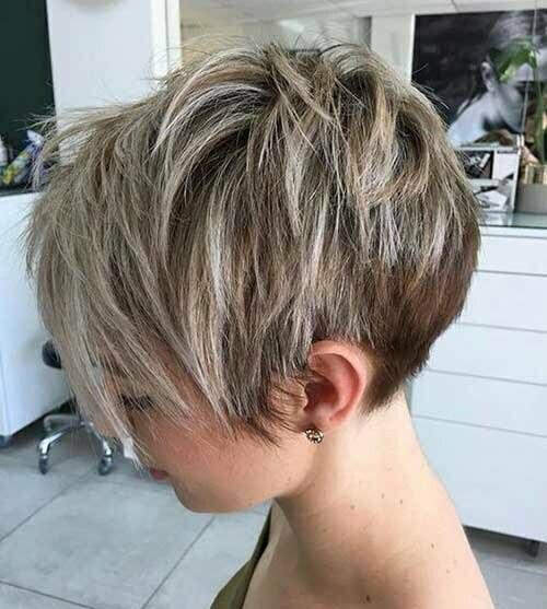 Short Layered Pixie Haircuts-16