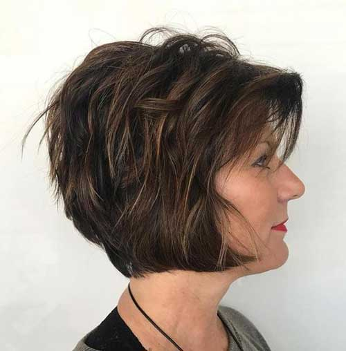 Short Hairstyles for Women Over 40-17