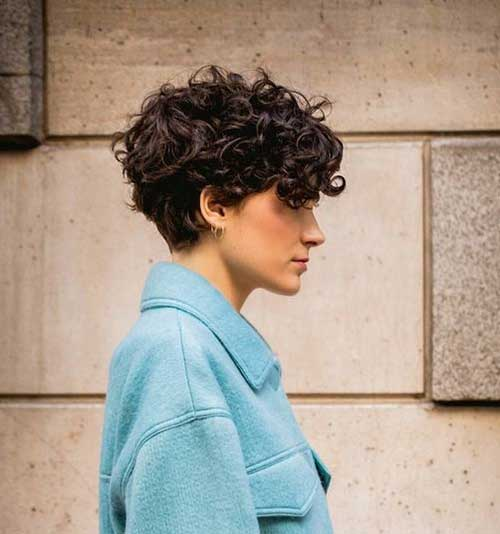Short Hairstyles for Women Over 40-18