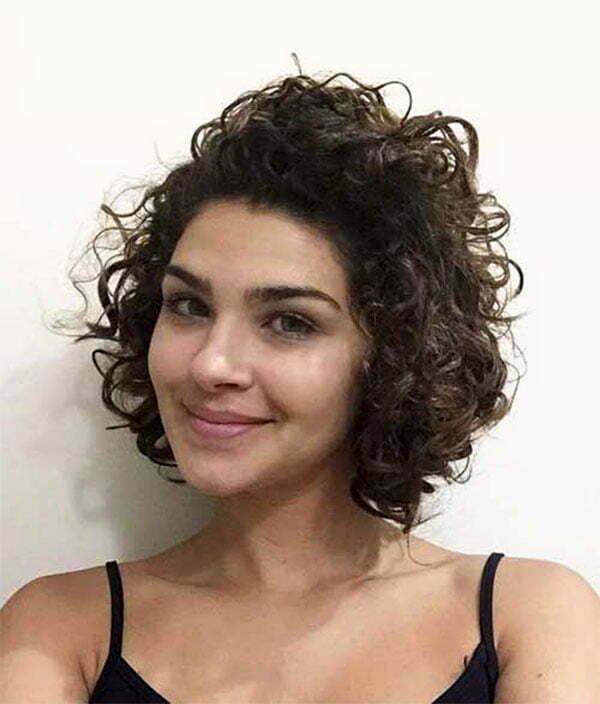 curly hair cuts women