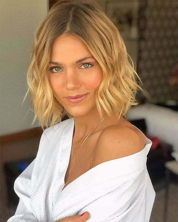 wavy hair cut styles 2021